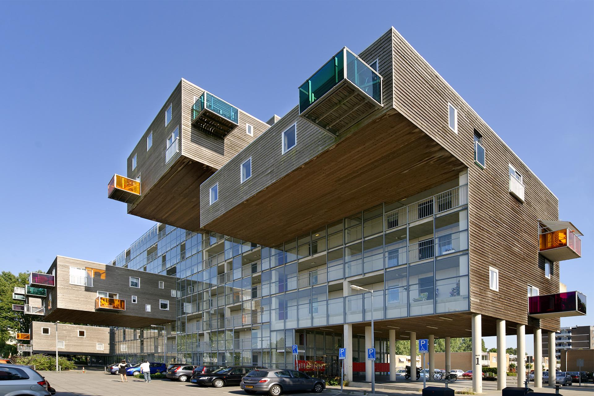 Alternating Window Positions Balcony Sizeaterials Give Each Apartment Its Own Character To Insulate Against Sound